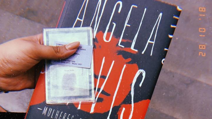 """Dia Nacional do Livro: dicas dos livros levados para as votações – """"mais livros, menosarmas"""""""