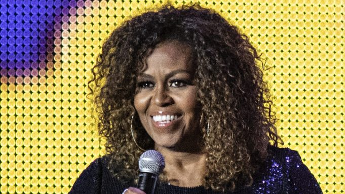 O aparecimento de Michelle Obama sem cabelosalisados